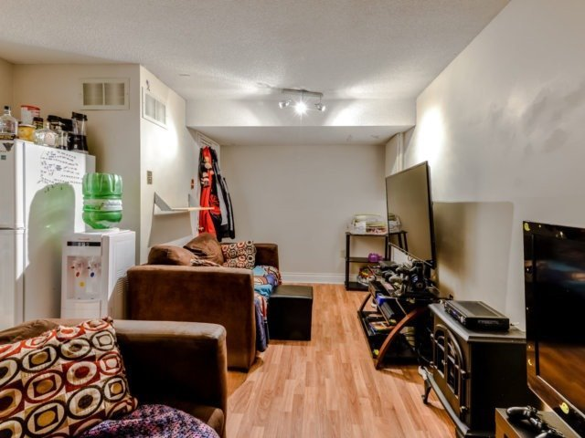 Condo Townhouse at 3100 Fifth Line West Line, Unit 12, Mississauga, Ontario. Image 9
