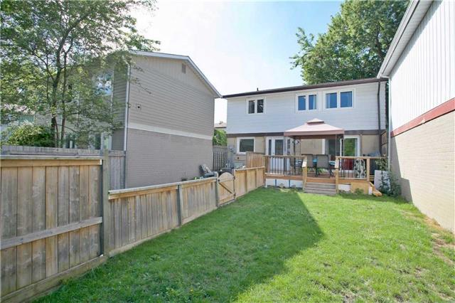 Detached at 20 Horseshoe Crt, Brampton, Ontario. Image 13