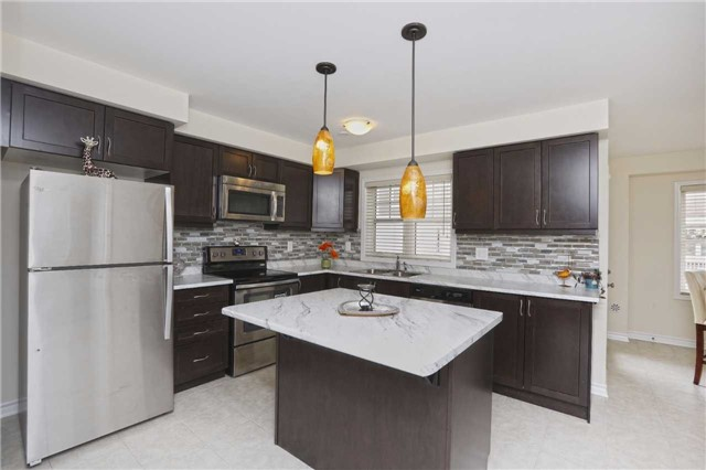 Townhouse at 2 Allium Rd, Brampton, Ontario. Image 1