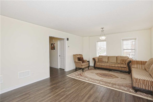 Townhouse at 2 Allium Rd, Brampton, Ontario. Image 12