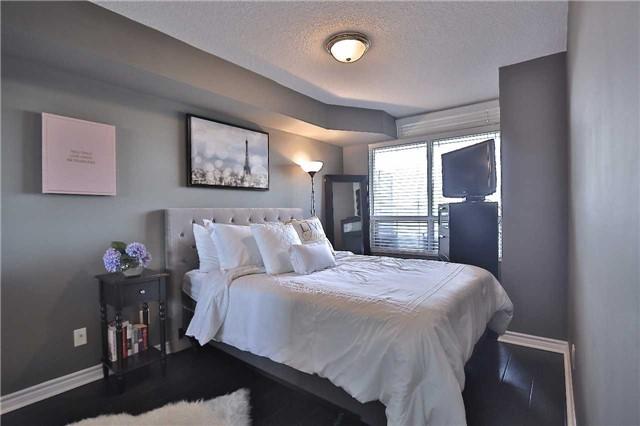 Condo Apartment at 35 Kingsbridge Garden Circ, Unit 407, Mississauga, Ontario. Image 15