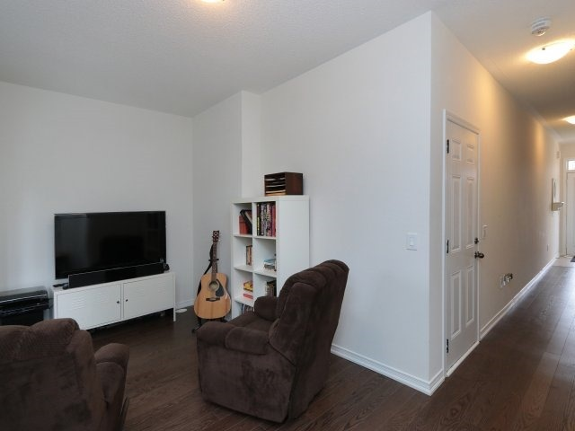 Condo Townhouse at 369 Ladycroft Terr, Mississauga, Ontario. Image 2