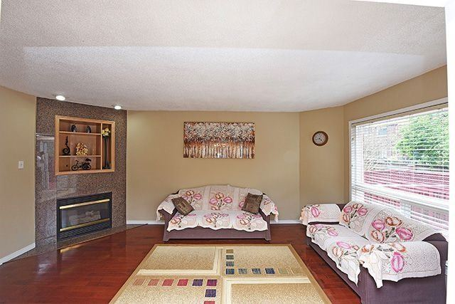 Detached at 3762 Densbury Dr, Mississauga, Ontario. Image 16