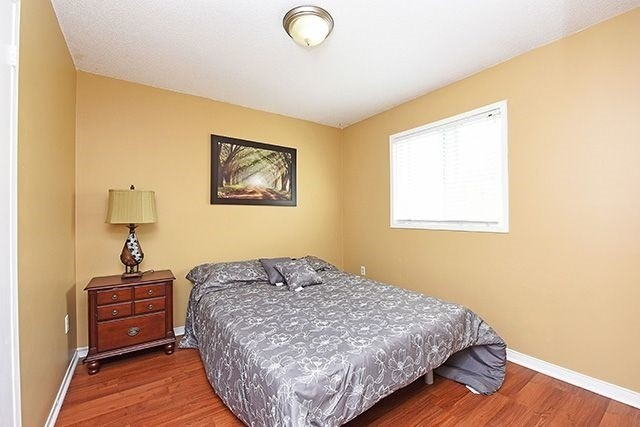 Detached at 3762 Densbury Dr, Mississauga, Ontario. Image 3