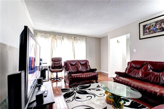 Semi-detached at 387 Archdekin Dr, Brampton, Ontario. Image 8