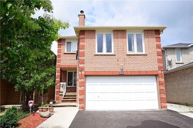 Detached at 1155 Ivandale Dr, Mississauga, Ontario. Image 1