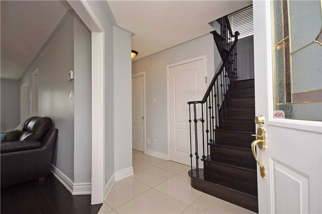 Detached at 1155 Ivandale Dr, Mississauga, Ontario. Image 14
