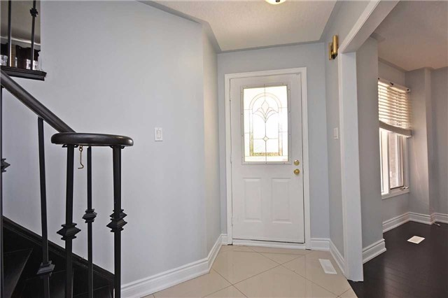 Detached at 1155 Ivandale Dr, Mississauga, Ontario. Image 15