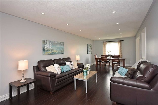 Detached at 1155 Ivandale Dr, Mississauga, Ontario. Image 16