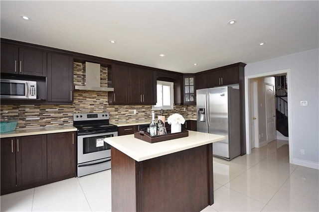 Detached at 1155 Ivandale Dr, Mississauga, Ontario. Image 18