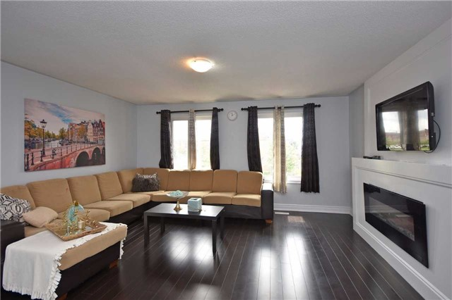 Detached at 1155 Ivandale Dr, Mississauga, Ontario. Image 4