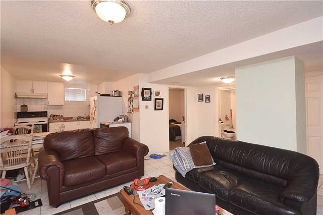 Detached at 1155 Ivandale Dr, Mississauga, Ontario. Image 10