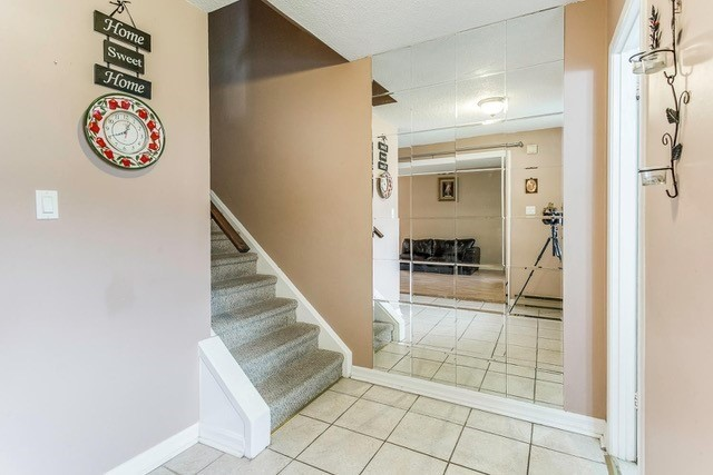 Condo Townhouse at 6540 Falconer Dr, Unit 126, Mississauga, Ontario. Image 11