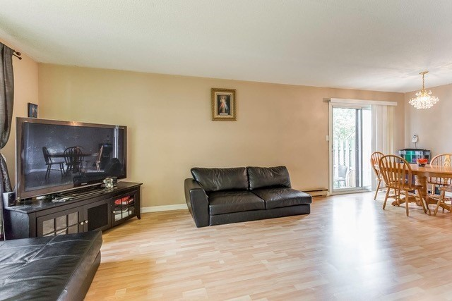 Condo Townhouse at 6540 Falconer Dr, Unit 126, Mississauga, Ontario. Image 13