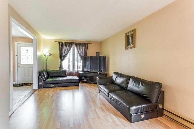 Condo Townhouse at 6540 Falconer Dr, Unit 126, Mississauga, Ontario. Image 14