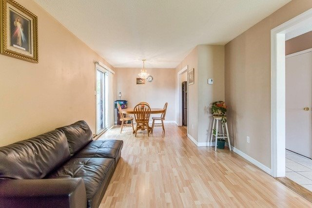 Condo Townhouse at 6540 Falconer Dr, Unit 126, Mississauga, Ontario. Image 15
