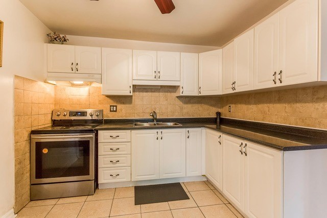Condo Townhouse at 6540 Falconer Dr, Unit 126, Mississauga, Ontario. Image 18