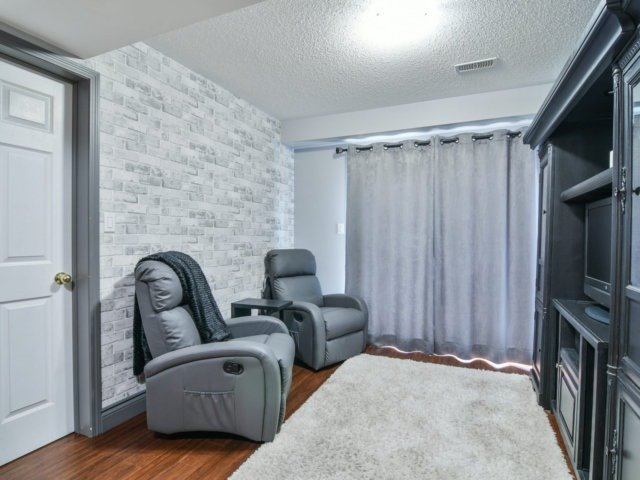 Townhouse at 137 Decker Hollow Circ, Brampton, Ontario. Image 12