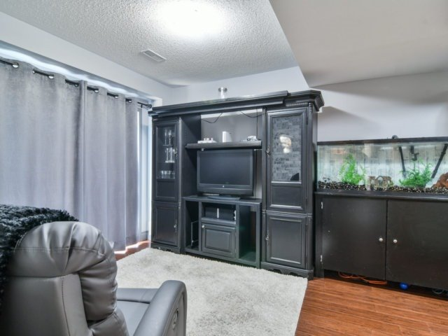 Townhouse at 137 Decker Hollow Circ, Brampton, Ontario. Image 14