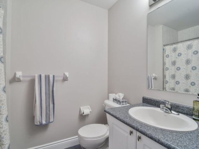 Townhouse at 137 Decker Hollow Circ, Brampton, Ontario. Image 10