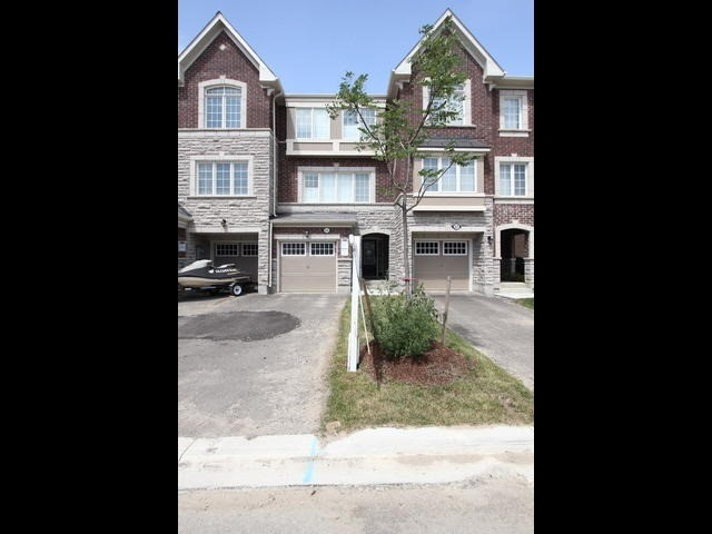 Townhouse at 55 Metro Cres, Brampton, Ontario. Image 1