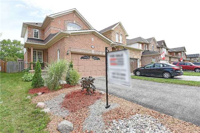 Detached at 83 Russell St, Halton Hills, Ontario. Image 1