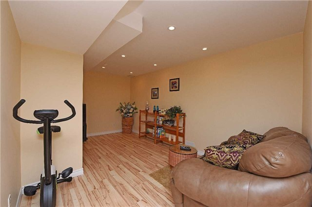 Detached at 83 Russell St, Halton Hills, Ontario. Image 3