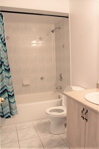 Condo Townhouse at 3030 Breakwater Crt, Unit 328, Mississauga, Ontario. Image 3