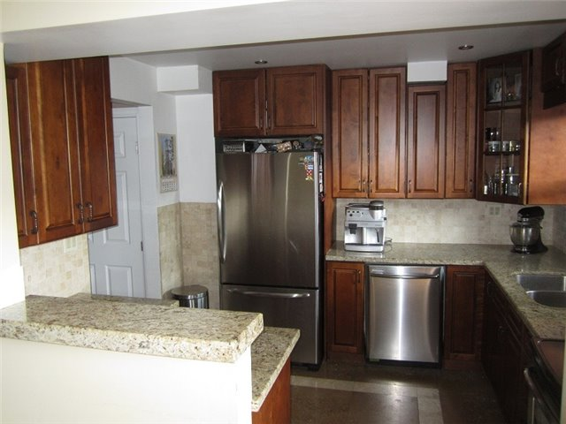 Condo Townhouse at 1055 Shawnmarr Rd, Unit 79, Mississauga, Ontario. Image 12