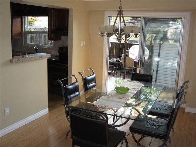 Condo Townhouse at 1055 Shawnmarr Rd, Unit 79, Mississauga, Ontario. Image 14