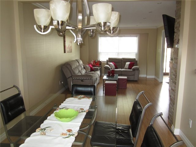 Condo Townhouse at 1055 Shawnmarr Rd, Unit 79, Mississauga, Ontario. Image 17