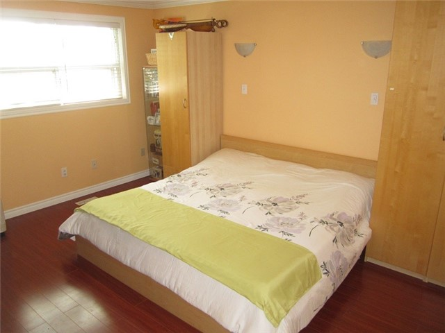 Condo Townhouse at 1055 Shawnmarr Rd, Unit 79, Mississauga, Ontario. Image 6