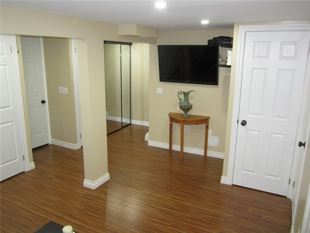 Condo Townhouse at 1055 Shawnmarr Rd, Unit 79, Mississauga, Ontario. Image 7