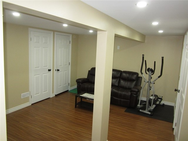 Condo Townhouse at 1055 Shawnmarr Rd, Unit 79, Mississauga, Ontario. Image 8