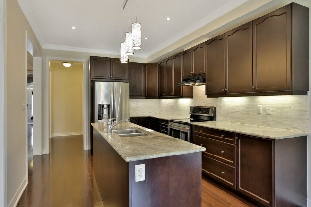 Townhouse at 2474 Thornfield Common, Oakville, Ontario. Image 17