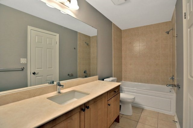 Townhouse at 2474 Thornfield Common, Oakville, Ontario. Image 10