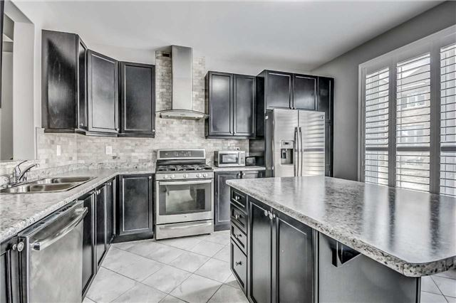 Detached at 106 Stedford Cres, Brampton, Ontario. Image 4