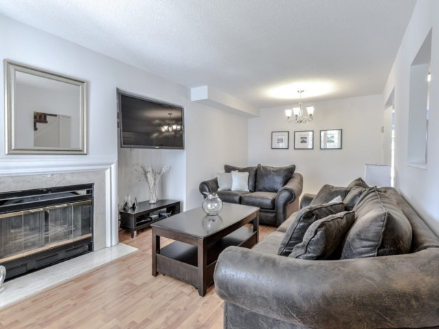 Link at 1306 Valerie Cres, Oakville, Ontario. Image 8
