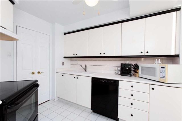 Condo Apartment at 2285 Lake Shore Blvd W, Unit 1704, Toronto, Ontario. Image 2