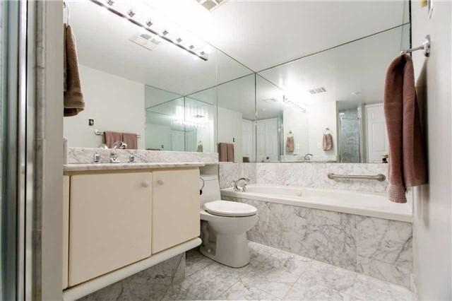 Condo Apartment at 2285 Lake Shore Blvd W, Unit 1704, Toronto, Ontario. Image 4