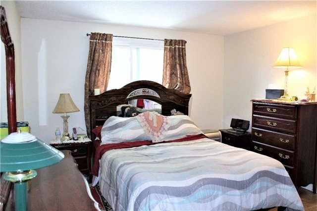 Detached at 5 Hill St, Halton Hills, Ontario. Image 2