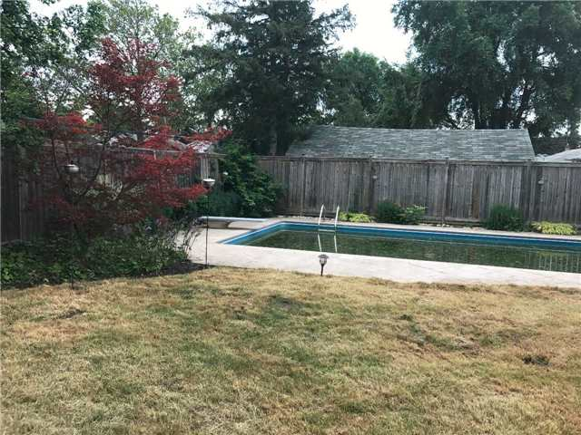 Detached at 604 Trudale Crt, Oakville, Ontario. Image 10