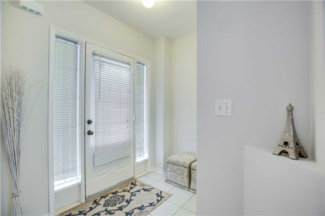 Semi-detached at 5858 Questman Hllw, Mississauga, Ontario. Image 12