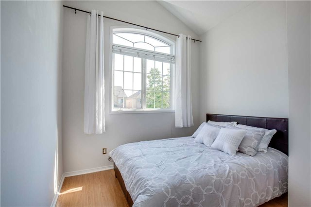 Semi-detached at 5858 Questman Hllw, Mississauga, Ontario. Image 5