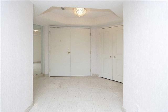 Condo Apartment at 1800 The Collegeway, Unit 404, Mississauga, Ontario. Image 10