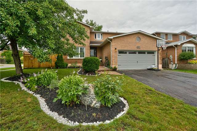 Detached at 209 Mayla Dr, Oakville, Ontario. Image 1