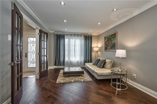 Detached at 209 Mayla Dr, Oakville, Ontario. Image 14