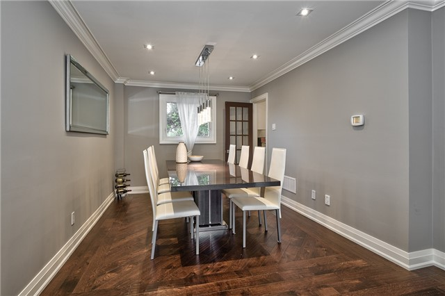 Detached at 209 Mayla Dr, Oakville, Ontario. Image 15