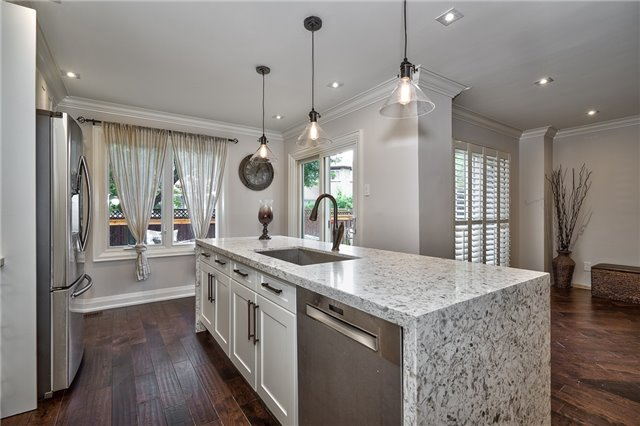 Detached at 209 Mayla Dr, Oakville, Ontario. Image 17