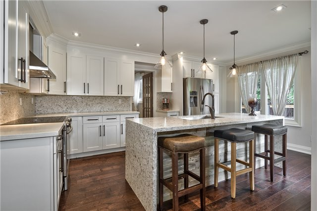 Detached at 209 Mayla Dr, Oakville, Ontario. Image 18